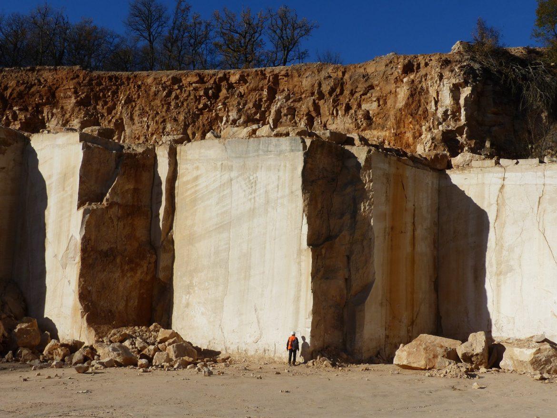 Front de taille d'une carrière extrayant de la pierre calcaire (© S.Andrieu - BRGM)_BD-ed50bee3